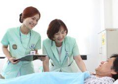 Ngành Điều dưỡng là gì? Thuận lợi & Khó khăn khi làm nghề Điều dưỡng
