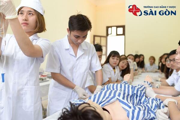 y tá và điều dưỡng có khác nhau không?